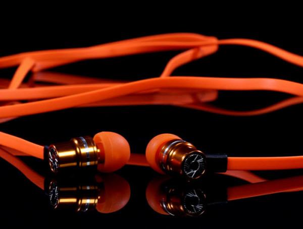 Pump earbuds