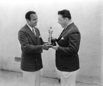 Douglas Fairbanks Sr. presents an Oscar to Lewis Milestone. (Photo Credit: https://www.pinterest.com/pin/219902394275747315/)