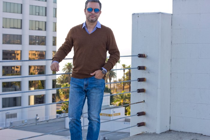 guy's blog guide on how to wear a v-neck sweater