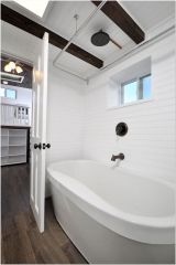 77 Tips On Using Bathtubs Sinking Tubs And Shower Tiles In Your Tiny House Bathroom Design 4