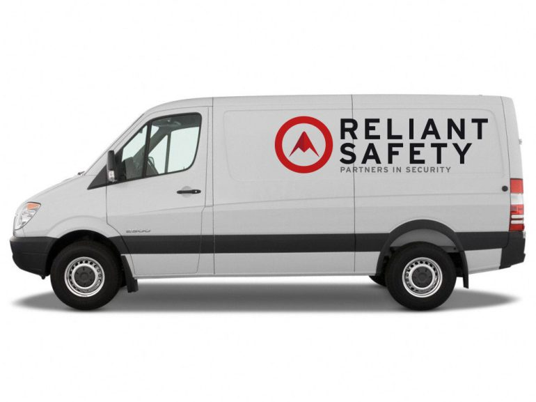 RELIANT_van_side