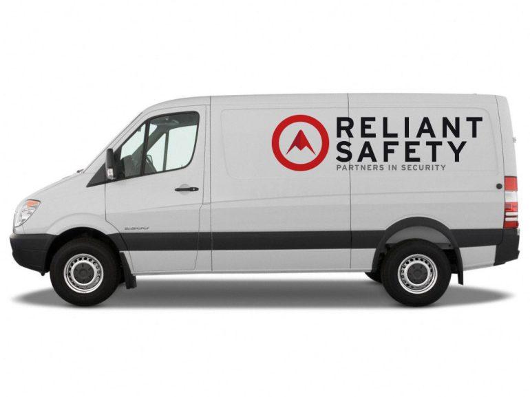 RELIANT_van_side