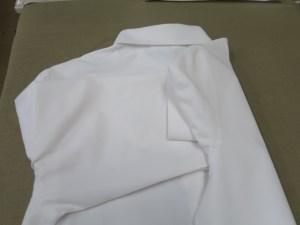 制服ブラウスのプレス