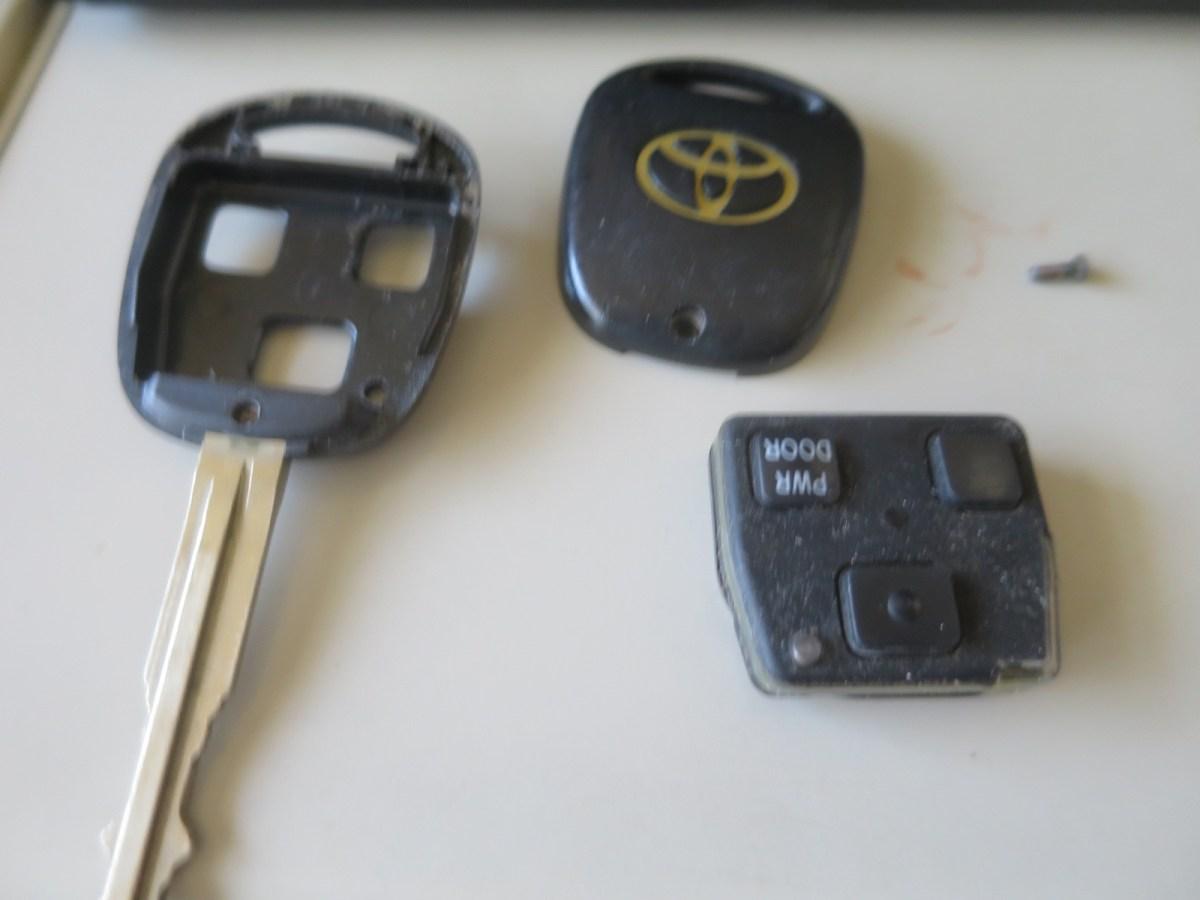 トヨタノアAZR60キーレスキーの送信部を紛失したら