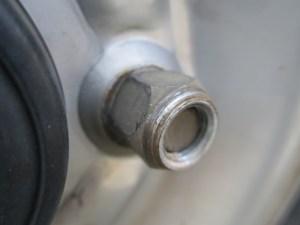 タイヤ交換 ナット向き