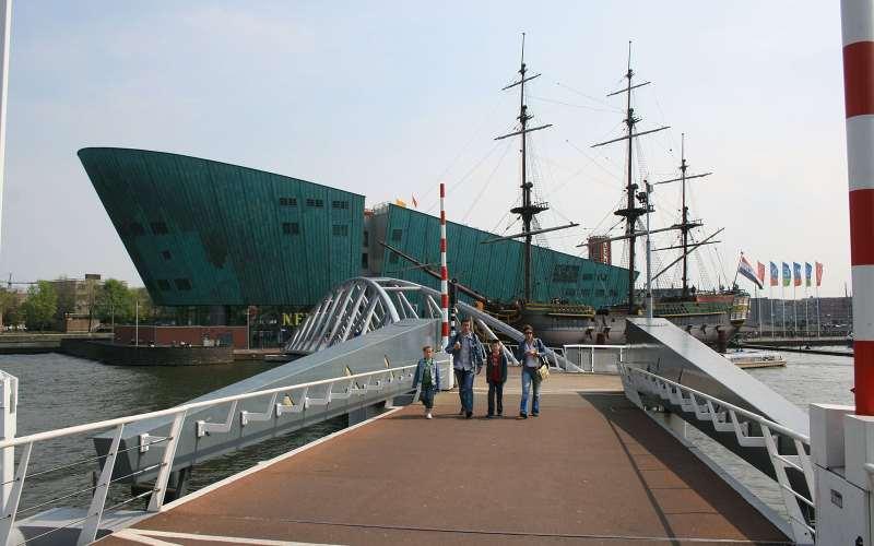 Museo Nemo e nave Amsterdam