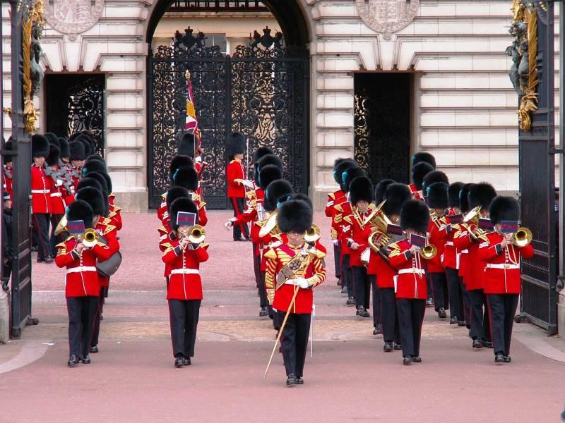 Cambio della Guardia Buckingham Palace - uscita della banda militare