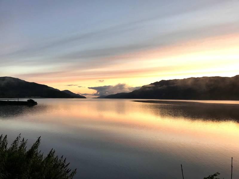 Alba sul lago di Lochness