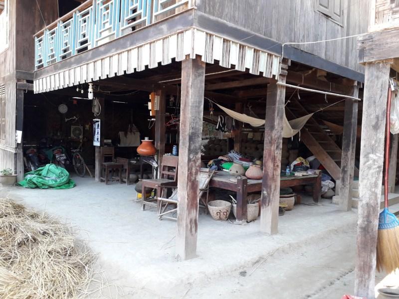 Fabbricazione vasi di Fango villaggio myanmar