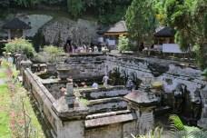 Goa Gajah bazény i vstup do jeskyně