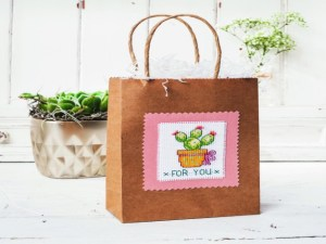 Cross stitch pattern with FREE download instantly in PDF file, to embroider a succulent plant