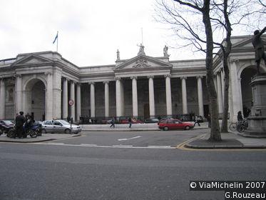 Viajar a irlanda 4 el antiguo parlamento y la oficina for Oficina central de correos madrid