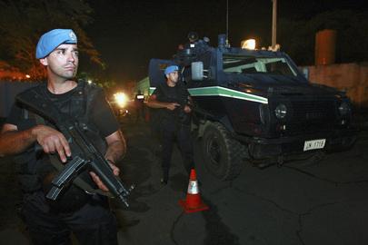 FPU Portugal sedang berpatroli di Dili, pasca penembakan Ramos Horta oleh Major Alfredo.