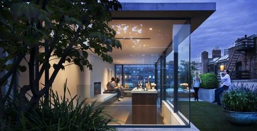 rooftop garden w bar1 e1310416625957 Urban Gardens Galore