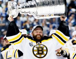 Tim Thomas will be best remembered for chasing a dream and reaching its mountaintop. (Photo by Elsa/Getty Images)