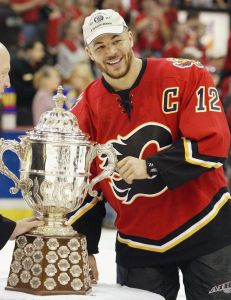 Jarome Iginla led the Calgary Flames to a successful 2003-2004 season, culminating in a Western Conference championship, despite an eventual Stanley Cup Finals loss to the Tampa Bay Lightning. (CP PHOTO/Frank Gunn)