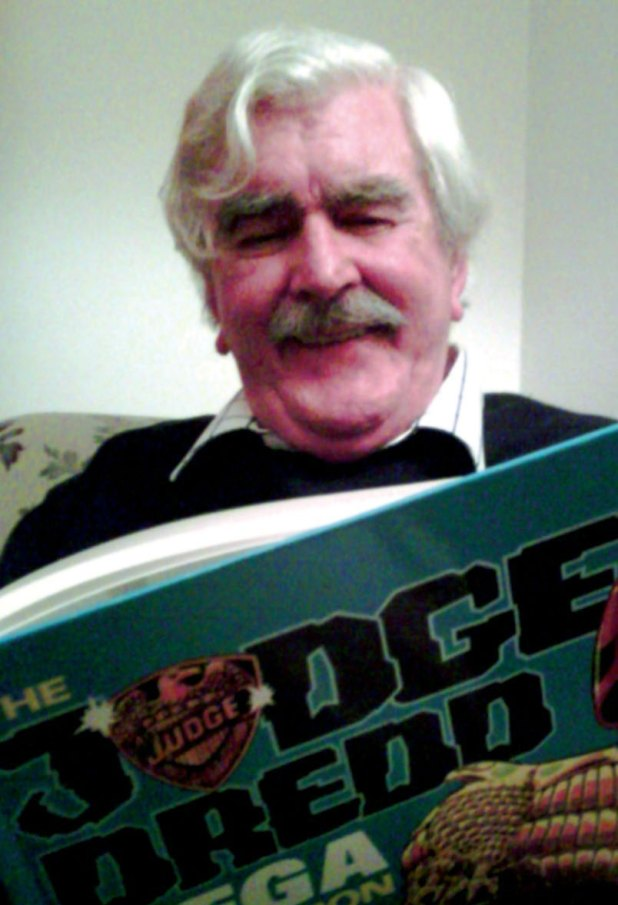 Comic Artist Ron Smith. Image courtesy 2000AD