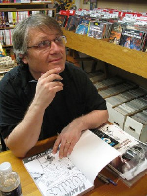 Photo of comics author/artist Scott McCloud at a book signing in Montreal, Quebec. Photo: Simon Law