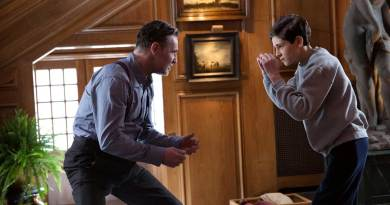 "David O'Hara as Reggie and David Mazouz as Bruce Wayne in Gotham's ""Red Hood"""