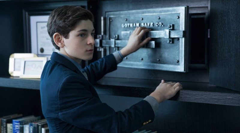 "David Mazouz as the young Bruce Wayne in the Gotham episode ""The Anvil or the Hammer"""