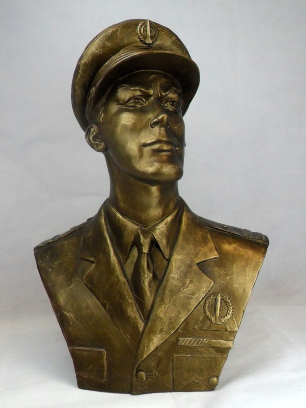 Limited edition Dan Dare bust by John Fowler. 20 replicas of the Dan Dare bronze unveiled in Southport on the 15/04/2000 to mark the 50th anniversary of Eagle. This bust is numbered 7 of 20 on the base.