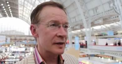 Paul Gravett at London Book fair 2016. Image via LBF