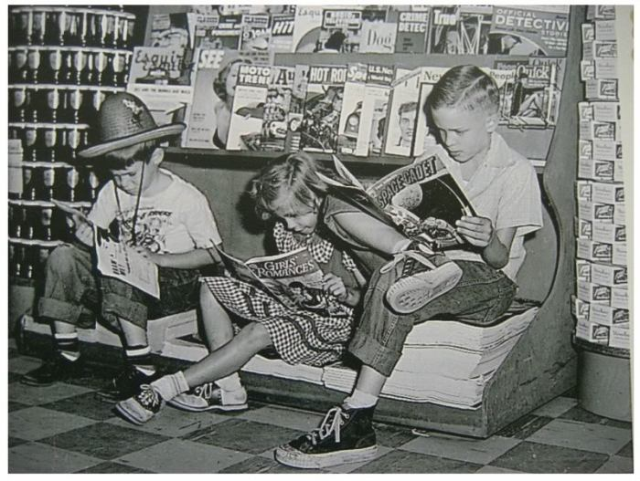 Kids reading comics in a US store, in 1952