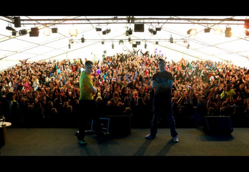 The Etherington Brothers travel around a lot of book festivals giving workshops on how to make your comics awesome. Here they are at Hay-on-Wyre, back in 2013. It was loud! That's Robin on the left, Lorenzo on the right.