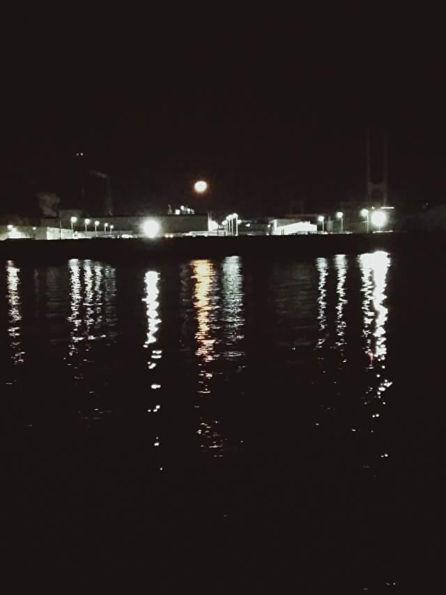 どんな夜にも月はあかりを照らす