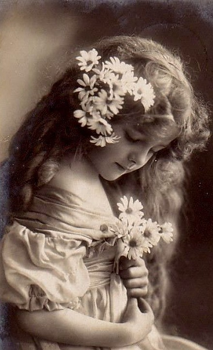 An antique photo of a little girl.