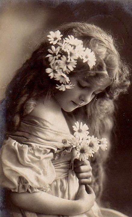 An antique photo of a little girl.