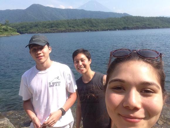 Selfie avec (peut-être) Fuji derrière ! :-)