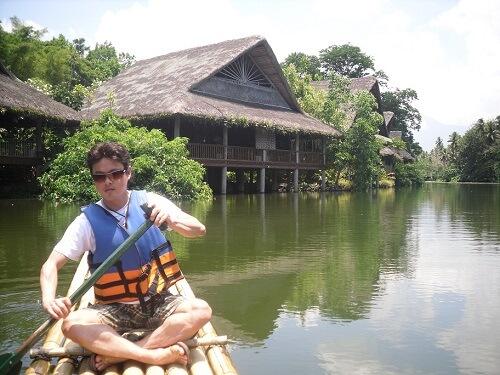 Tocht per bamboevlot - Villa Escudero, Luzon, Filipijnen