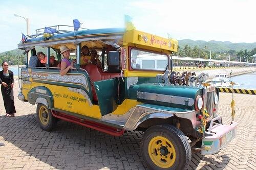 Jeepney welke vaak voor de tour wordt ingezet - Siquijor, Central Visayas, Filipijnen