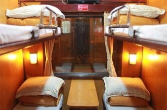 4-persoons cabine op de trein van Hanoi naar Lao Cai (nabij Sapa) in Noord Vietnam