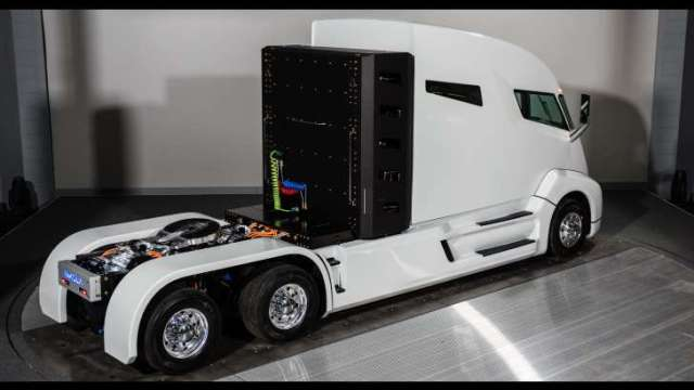 First Look at the Nikola One Hydrogen Fuel Cell Class 8 Truck | dp@large