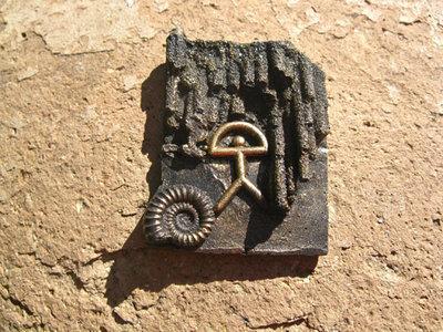 Lucky Indalo fridge magnet ~ bronze-effect