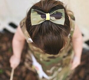 (118) Hair bow