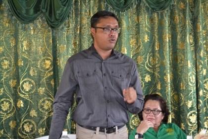 Mr. Yohann Sanjay Pooran, Facilitator, Interweave Solutions, makes his presentation at the graduation ceremony.