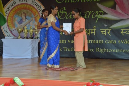 Best Graduating student, Ms. Ramkumarie Ramdass receiving her certificate