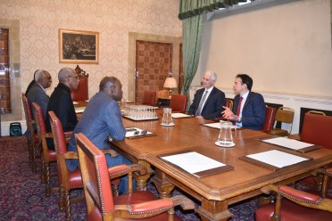 President David Granger, Minister of Foreign Affairs, Mr. Carl Greenidge and Guyana's High Commissioner to the UK, Mr. Hamley Case during the meeting with CZARNIKOW's Associate Director, Mr. John Ireland (first right) and Chief Executive Officer, Mr. Robin Cave (second right)