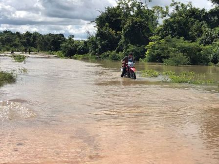 Scenes of flooded areas in the Rupununi, Region Nine.