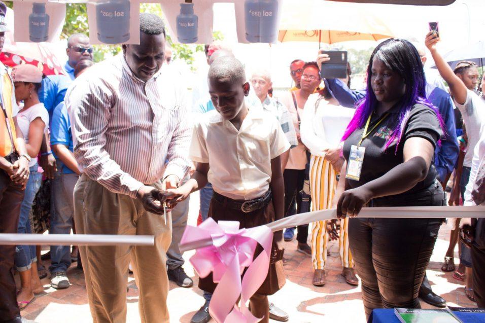 Cutting of the ceremonial ribbon with Dr. Lowell Porter and Kuru Kururu top student Garnett Bristol