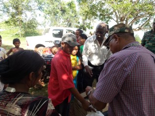 Minister of Citizenship, Winston Felix interacting with the migrants