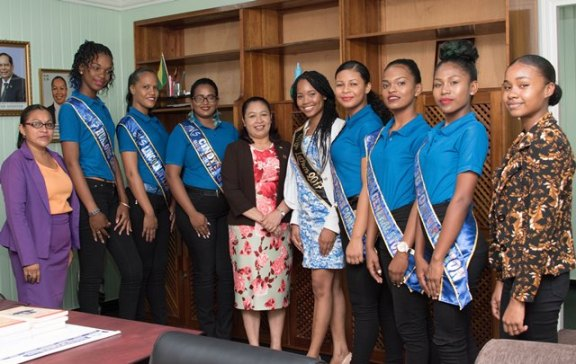 Minister of Public Affairs, Ms. Dawn Hastings-Williams with the delegates at her Office at the Ministry of the Presidency.