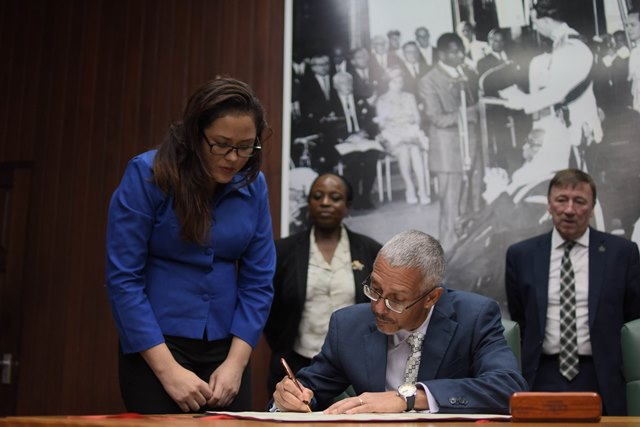 Minister of Business Dominic Gaskin signing the MOU.