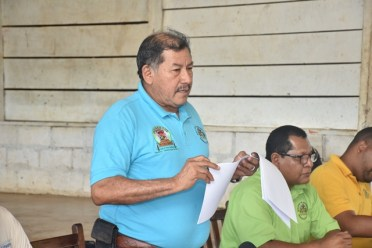 Minister of Indigenous Peoples' Affairs, Sydney Allicock addressing the residents at the meeting at Yupukuri.