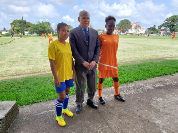 Minister of Social Cohesion, with responsibility for Culture, Youth and Sport, Dr. George Norton sharing a picture moment with a representative from both of the teams playing Siparuta and New Amsterdam United.