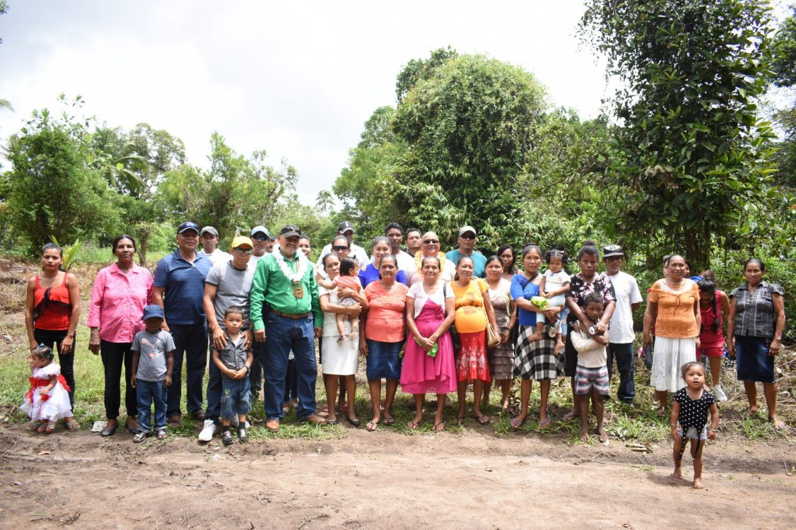 Minister of Indigenous Peoples' Affairs, Sydney Allicock, Regional Executive Officer (REO) Region 2, Dennis Jaikran and Toshao Howard Cornelius along with residents of Wakapoa