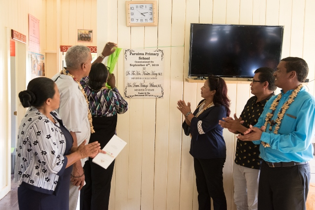 Minister of Education, Hon. Dr. Nicolette Henry, Minister of State, Dawn Hastings-Williams, Regional Chairman, Gordon Bradford along with REdO Akbar Chindu and Headmistress of Paruima Primary School unveiling the commissioning plaque.